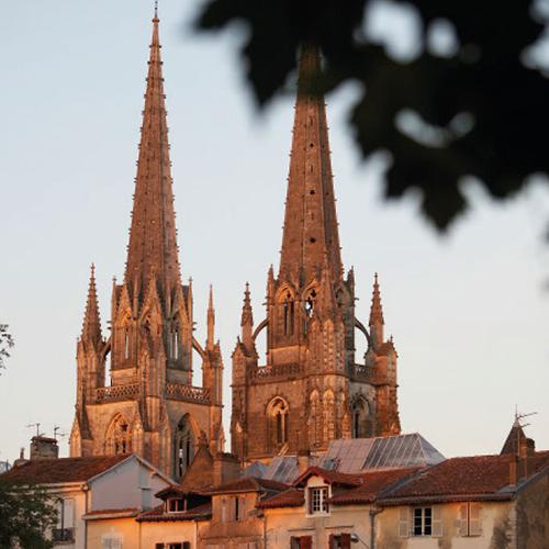 Les flèches de la cathédrale de Bayonne au Pays basque