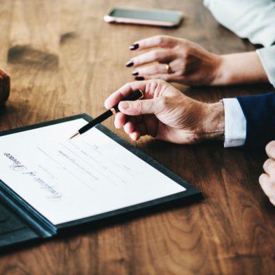 Signature chez le notaire, acte notarial